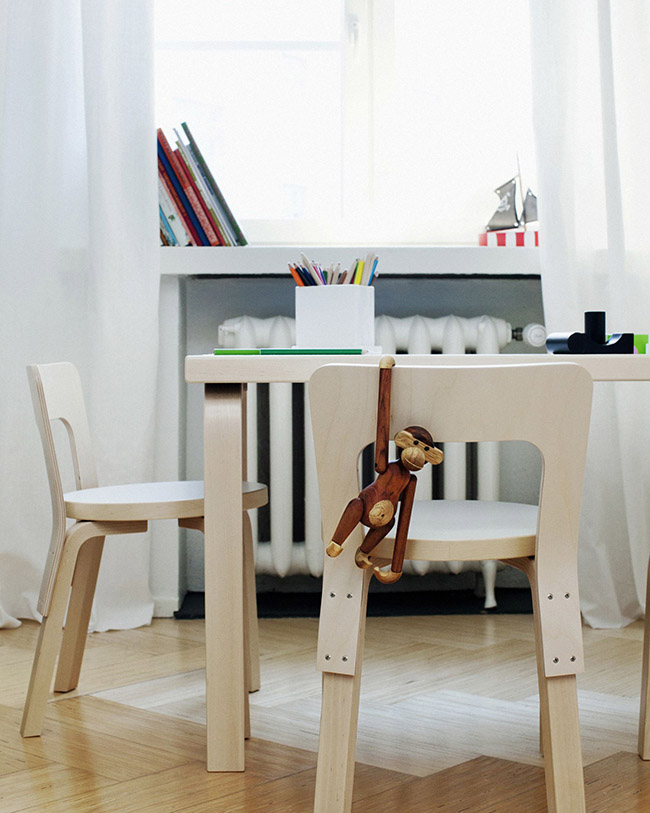 Childrens-Chair-N65-and-Aalto-Table-81B-in-situ-close-up-1856586_115348.jpg