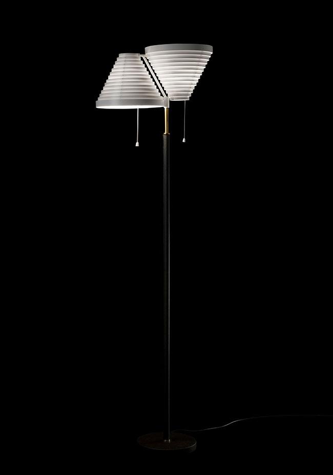 Floor-Light-A810-brass-tube_black_on-1844589_154922.jpg